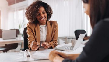 Dienstleistungsunternehmen: Weiterberechnung der geschäftlichen Reisekosten Ihrer Angestellten